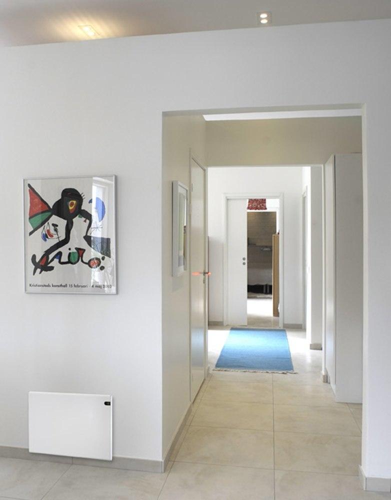 Adax lämpöpatteri seinustalla