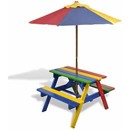 Lasten piknikpöytä penkeillä ja aurinkovarjolla, monivärinen puu