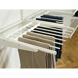 Valkoinen housuripustimessa housut pysyvät komeasti järjestyksessä