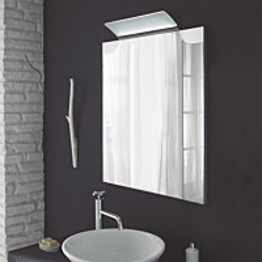 Kehyspeili Grip Swan kromi 700x900 mm LED-valaisimella kylpyhuoneessa