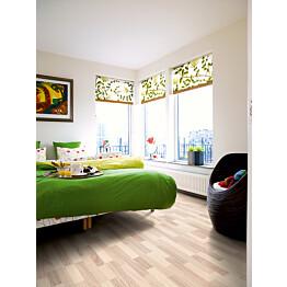 Laminaatti Domestic Extra Classic Plank Nordic Vaalea Saarni 3-sauva makuuhuoneessa