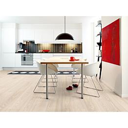 Laminaatti Living Expression Long Plank 4V Natural Saarni lauta keittiössä