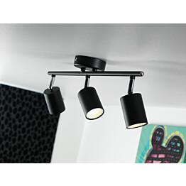 LED-kattospotti Explore 480x55x165 mm 3-osainen musta käytössä