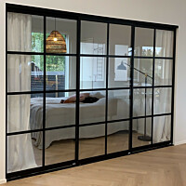 Tilanjakaja/liukuovi Mirror Line Ruudukko musta kolmella ovella matala malli mittatilaus
