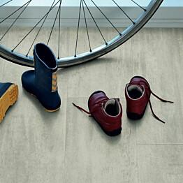Vinyyli Pergo Tile Premium Rigid Click, Light Grey Travertin, 610x303x5mm