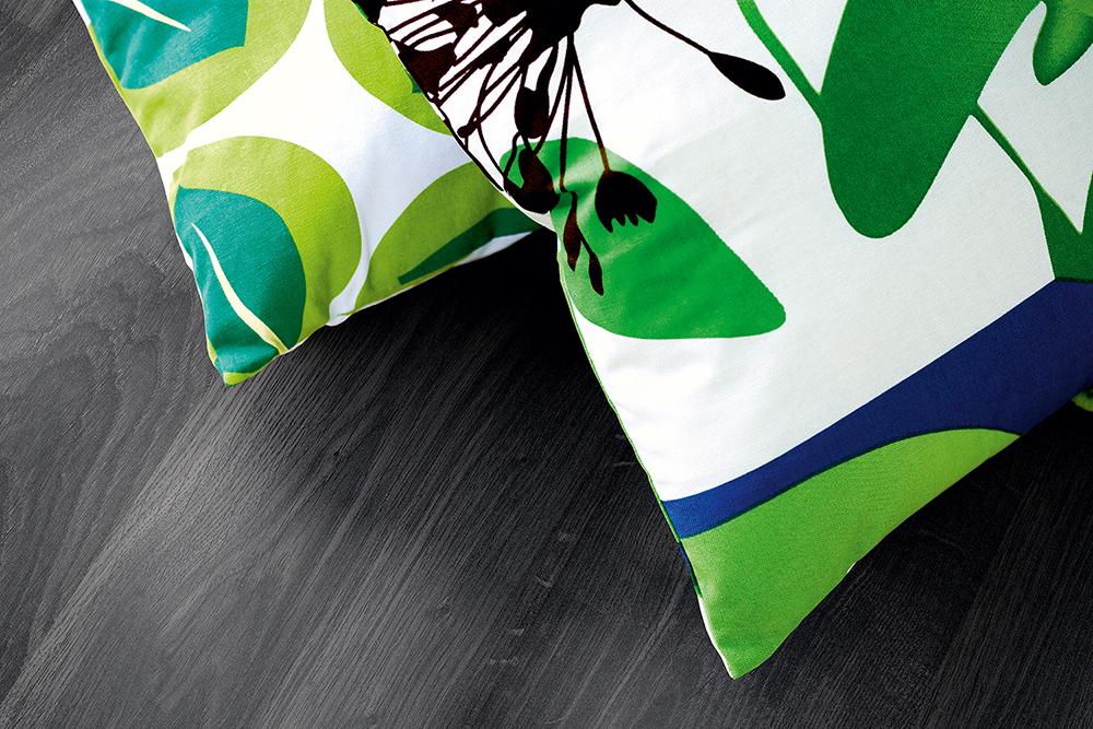 Laminaatti Living Expression Classic Plank Musta Tammi lauta 1 596 m² pak  T